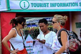 Membantu wisatawan