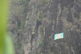 KOSTRAD-FPTI kibarkan bendera raksasa di Trenggalek