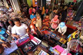 Sejumlah pedagang di Malioboro mulai beroperasi kembali