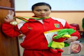 Di kejuaraan dunia, lifter putri Indonesia Sri Hartati raih tiga emas