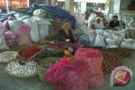 Pengepul bawang berperan menjaga distribusi bahan pokok di pasaran