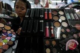 Orang tua perlu lakukan ini ketika anak laki-laki suka make-up