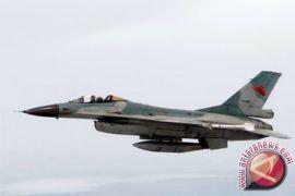 Rombongan Panglima TNI dikawal empat pesawat tempur F-16