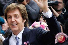 Heboh, Paul McCartney konser dadakan di stasiun