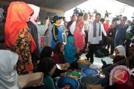 Dapur umum salurkan makanan ke permukiman warga