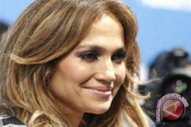 Jennifer Lopez kenakan busana Rp1 miliar untuk kencan