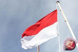 Tim Geopark Gunungsewu mengibarkan bendera di Ngingrong