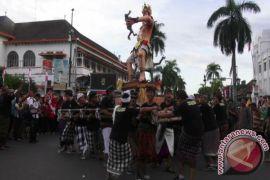 Belasan ogoh-ogoh diarak menyusuri Jalan Malioboro