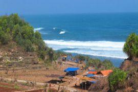 Pemkab bantah penataan kawasan pantai pascagelombang pasang lamban