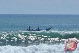 Gelombang laut selatan  Yogyakarta masih tinggi