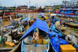 Laut penuh sampah, nelayan di Pantai Depok tidak beraktivitas