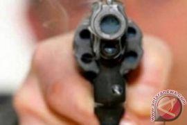 Seorang tamu melepaskan tembakan dalam acara pernikahan di New Delhi