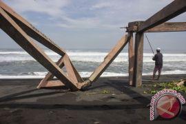 Masyarakat pesisir diminta waspadai gelombang tinggi