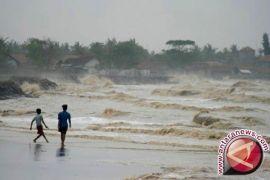 Wistawan diminta waspadai gelombang tinggi
