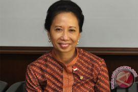 Menteri Rini minta Pertamina tetap jaga ketersediaan premium
