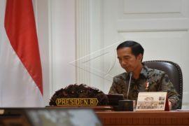 Presiden Jokowi mempersilakan KPK memproses hukum dua menterinya