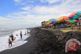 Pemkab: penataan pantai Depok mendukung wisata laguna