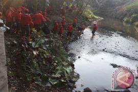 Kodim Yogyakarta-SGM tanam pohon dan bersih sungai
