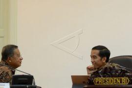 Presiden Joko Widodo pimpin rapat penyedian rumah untuk anggota TNI-Polri