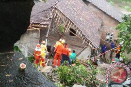 Warga terdampak longsor jlagran tempati Rusunawa Gemawang