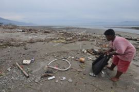 Pemkab angkut sampah Pantai Glagah hingga enam truk