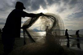 Nelayan Trisik-Bugel tidak melaut akibat gelombang tinggi