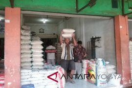 Harga beras di Kulon Progo turun Rp2.000/kg