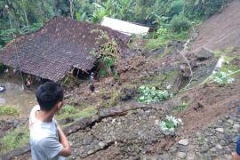 DPRD : pemkab segera respons kejadian rumah longsor