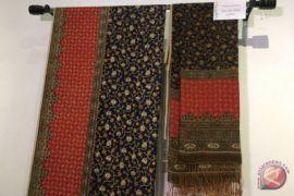Koleksi batik Ibu Negara dilelang