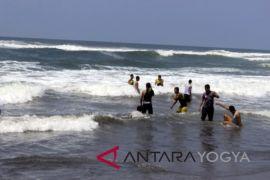 Basarnas: Pantai Parangtritis berbahaya untuk mandi wisatawan