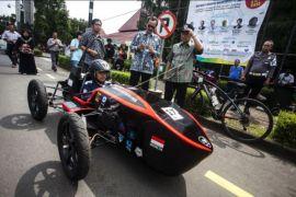 Parade kendaraan listrik UGM