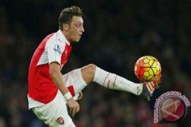 Arsenal kalahkan Watford 2-0