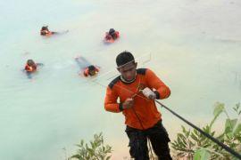 Gelombang laut menjadi kendala pencarian wisatawan tenggelam