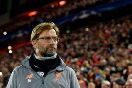 Juergen Klopp tertunduk lesu saat Liverpool ditekuk Red Star Belgrade