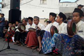 Ratusan warga gelar Sholawat Kebangsaan di Tugu Yogyakarta