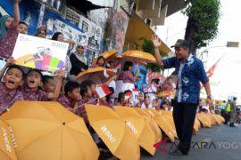 Ribuan siswa antusiasme sambut pawai obor Asian Games (video)