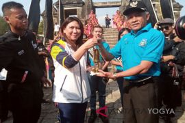 Sleman District head receives Asian Games` flame