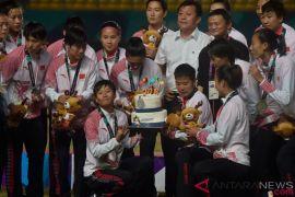 Jack Ma kalungkan medali perak ke Timnas bola putri China