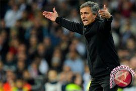 Manchester United diminta perpanjang kontrak JUna Matta dan Herrera