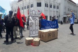 Buruh Yogyakarta  demo tuntut UMK Rp2,4  juta hingga Rp2,9 juta