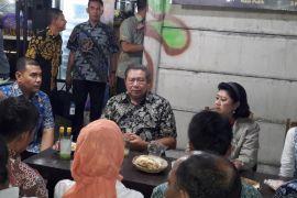 SBY menikmati kuliner angkringan di Yogyakarta