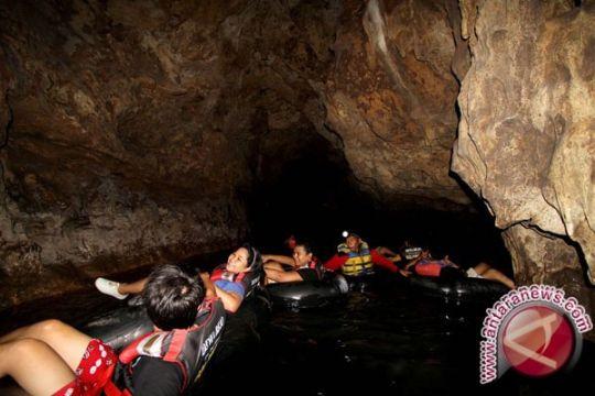 Wisatawan berkunjung ke Gua Pindul ditarik retribusi