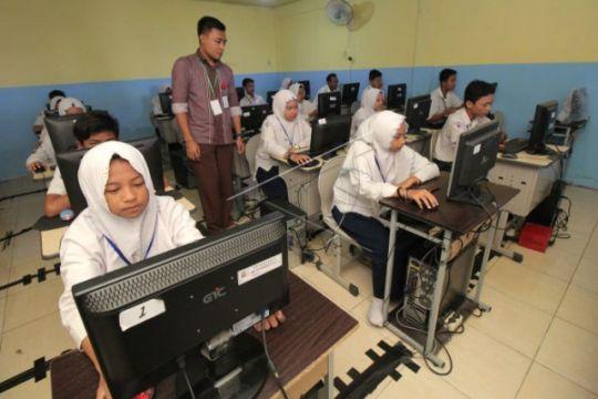 UNBK SMP/MTS Kulon Progo diwarnai listrik padam