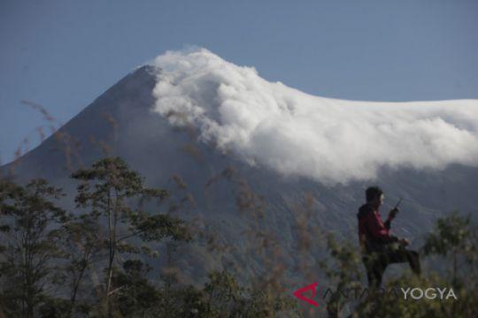 Gunung Merapi alami letusan freatik yang kemungkinan magmatik