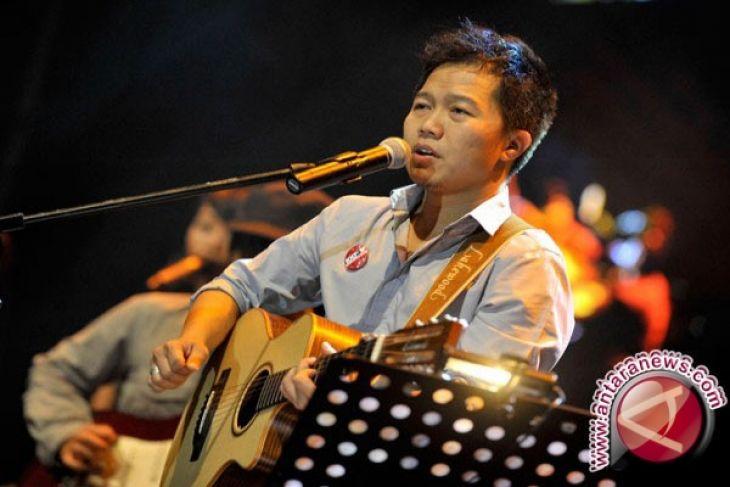 Sandhy Sondoro bagi kiat sukses jadi penyanyi
