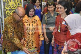 Buka Bazar Amal, Hj Mufidah Jusuf Kalla Puji Budaya Kaltara