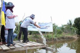 Peringati Hari Air Sedunia, DPUPR-Perkim Sebar Benih Ikan