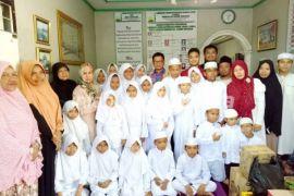 Gubernur dan Keluarga 'Berbagi Berkah' di Paguntaka