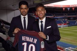 Diisukan ke Real Madrid, Neymar tetap bertahan di PSG