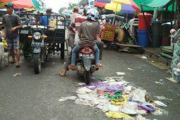 Geram, Bupati Perintahkan Pasukan Kebersihan Jaga Pasar 24 Jam